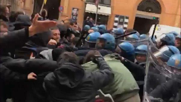 Tensión, enfrentamientos y heridos en una manifestación antifascista en Bolonia