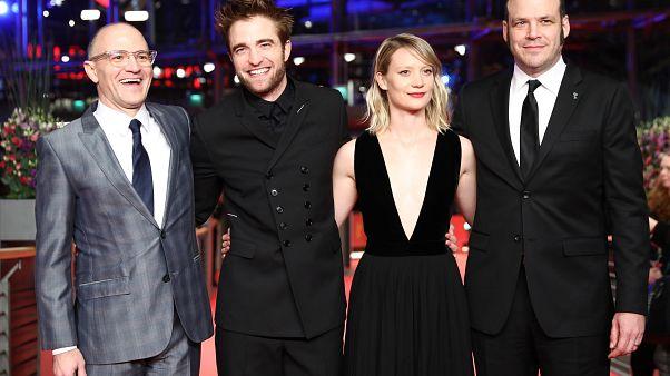 Bizarr western Robert Pattinsonnal a főszerepben