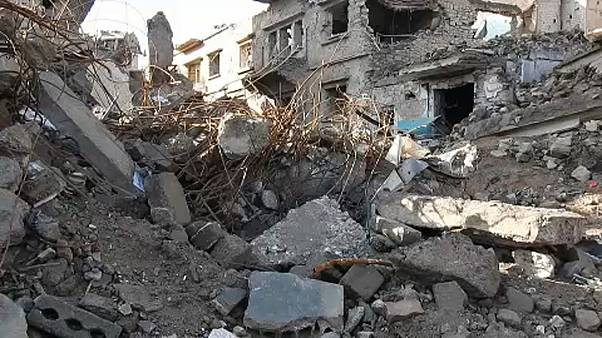 Érkeznek a segélyszállítmányok Deir-ez-Zórba