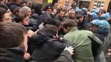 شاهد بالفيديو: مواجهات عنيفة بين الشرطة الإيطالية ومتظاهرين مناهضين للفاشية