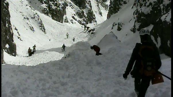 Lawine reißt 2 Bergsteiger in den Tod