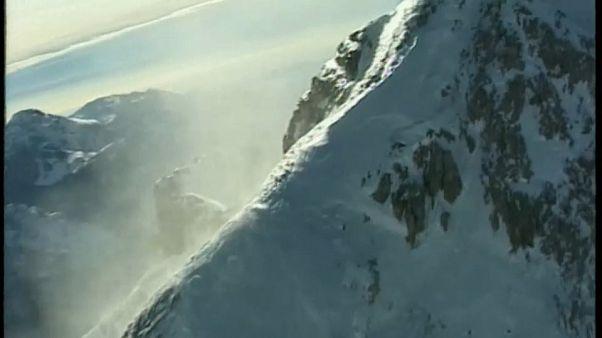 Лавина накрыла альпинистов