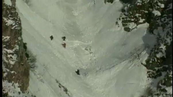 Δύο διασώστες σκοτώθηκαν από χιονοστιβάδα στις Άλπεις