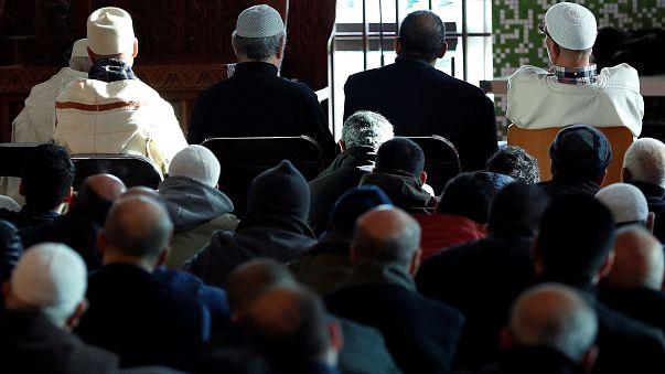 مصلون في مسجد بروكسل الكبير