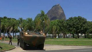 Temer assina decreto para que Exército assuma controlo da segurança no Rio