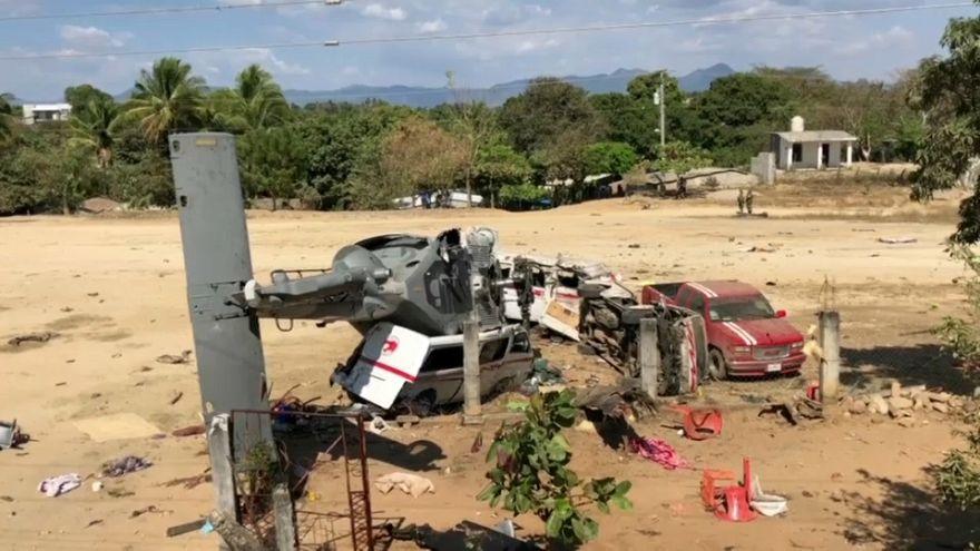 Вертолёт рухнул на трейлеры с людьми