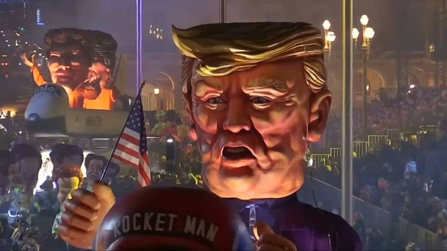 Le carnaval de Nice singe Trump et Kim Jong-Un
