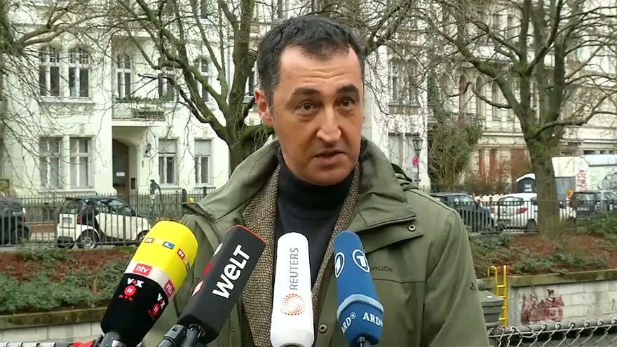 """""""Noch alle Tassen im Schrank?"""" Cem Özdemir beklagt Terrorismusvorwurf"""