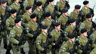 Kosovo feiert Unabhängigkeit und will bald eigene Armee