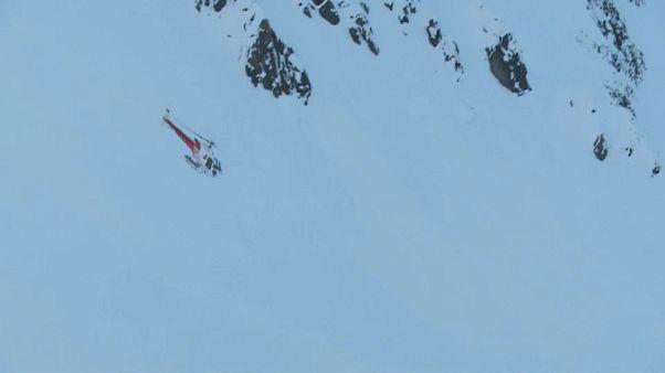 Kayakçı baba ve kızı çığda can verdi