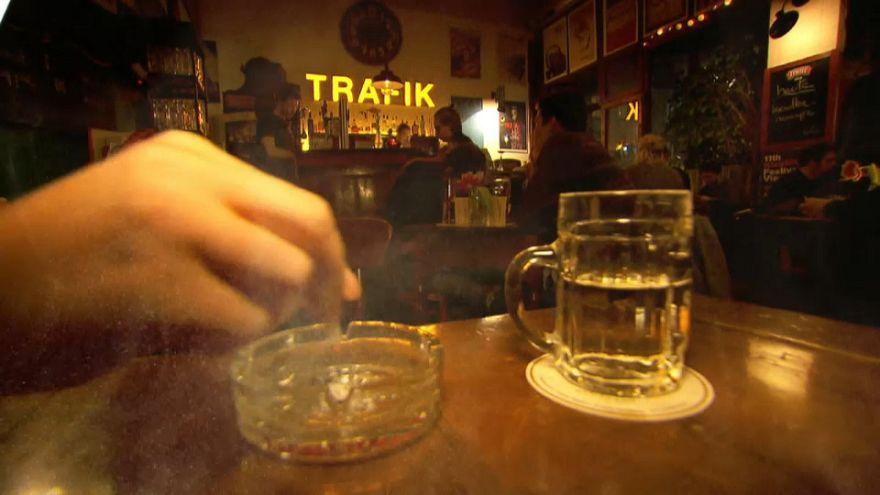 Medio millón de austriacos por la prohibición de fumar en bares