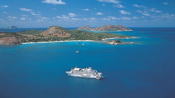 شاهد: رحلة سياحية بحرية تتحول إلى رحلة دامية