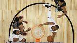 A equipa de Lebron, vestida de branco, superou o conjunto de Curry