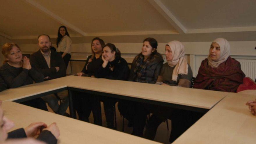 لاجئات سوريات يصدرن ألبوما للأغاني التراثية والوطنية في تركيا