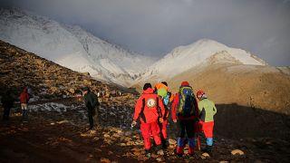 Irão: Buscas para encontrar destroços do avião continuam