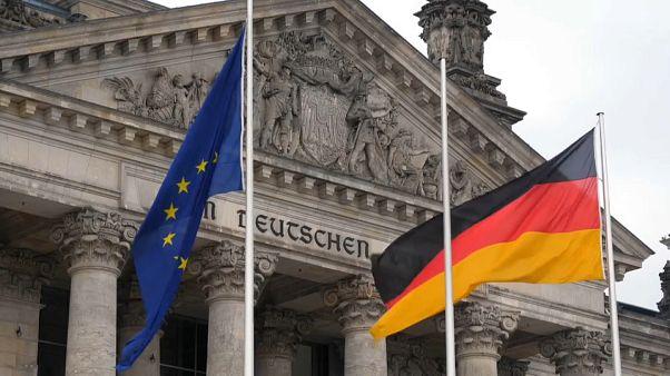 ¿Aprobarán las bases del SPD la gran coalición alemana?