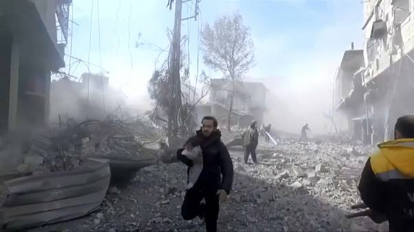 Un centenar de muertos por bombardeos del régimen sirio