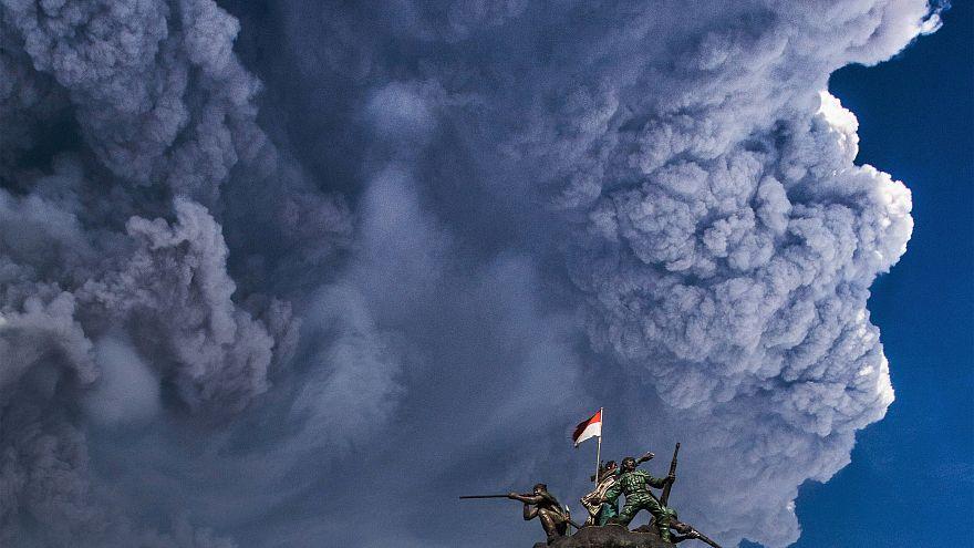 شاهد ثوران بركان جبل سينابونج