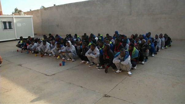 Libia deporta 300 refugiados