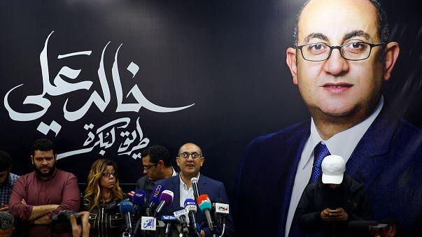 المرشح الرئاسي المصري خالد علي يتحدث خلال مؤتمر صحفي