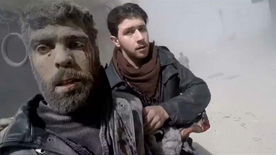 شاهد سكان الغوطة الشرقية يعيشون جحيما تحت القصف