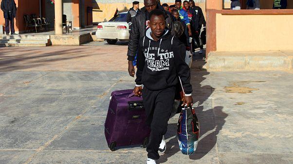 Des migrants quittent volontairement la Libye