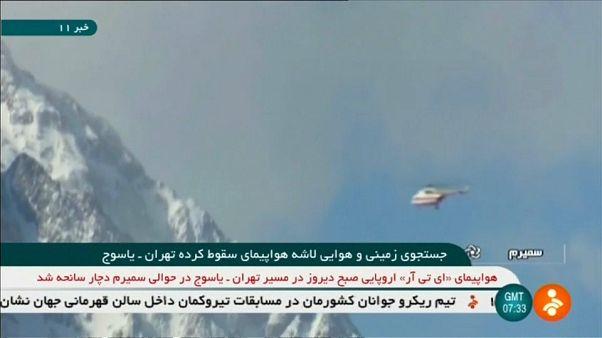 Ein Bergungsteam auf der Suche nach dem abgestürzten Flugzeug
