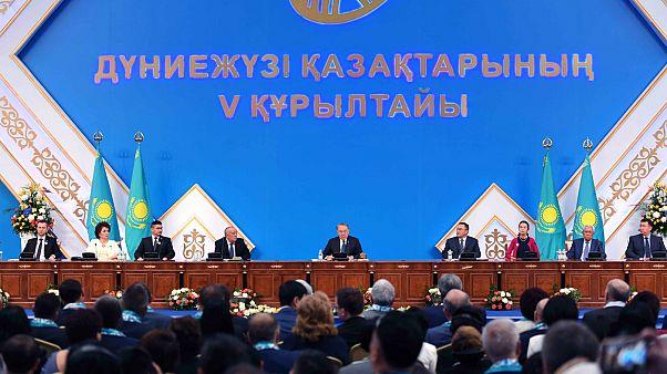 Kazakistan'da yeniden alfabe değişikliği