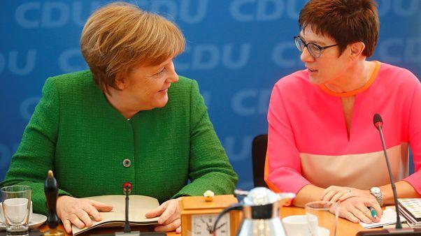 @_A_K_K_: Merkels Geheimwaffe oder biedere Provinzlerin?
