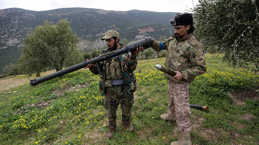 Siria: l'esercito turco bombarda le truppe siriane che sono entrate ad Afrin e i militari di Assad arretrano