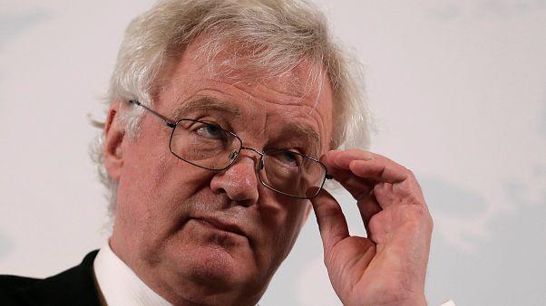 Brexit : Londres préservera les normes sociales européennes selon David Davis