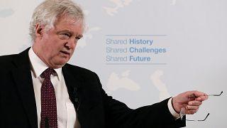 Ν. Ντέιβις: «Η Βρετανία δεν θα γίνει χώρα τύπου Mad Max»
