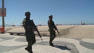 Deputados aprovam intervenção militar no Rio de Janeiro