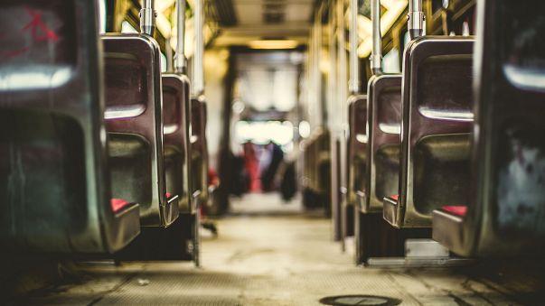 مدينة اسبانية تعطي النساء الحق في إيقاق الحافلات العامة ليلا خارج المحطات الرسمية
