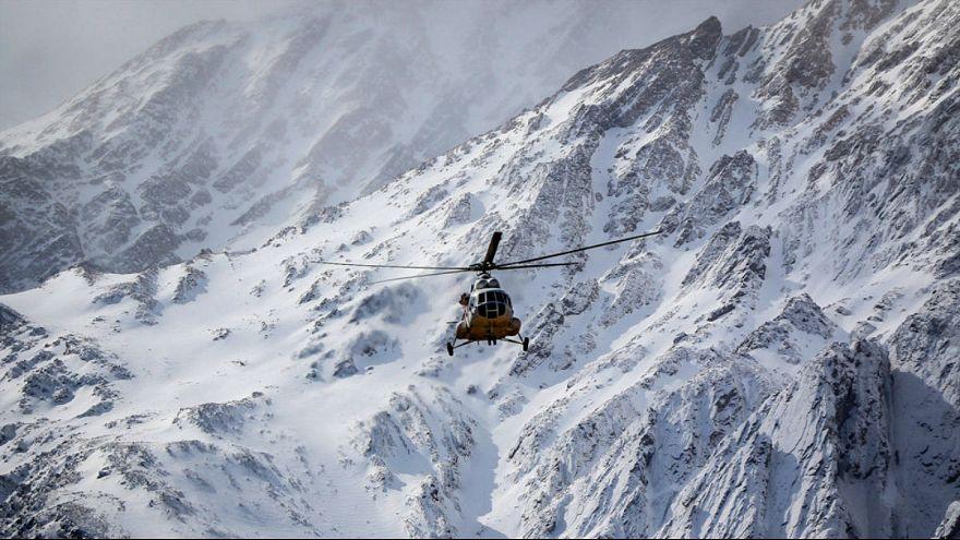 بارش برف و کولاک، عملیات انتقال اجساد پرواز تهران- یاسوج را متوقف کرد