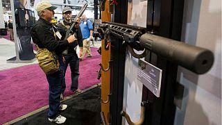 Fegyverátalakító betiltásával előzné meg a mészárlásokat Trump