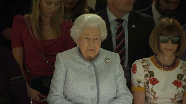 İngiltere kraliçesinden moda ödülü
