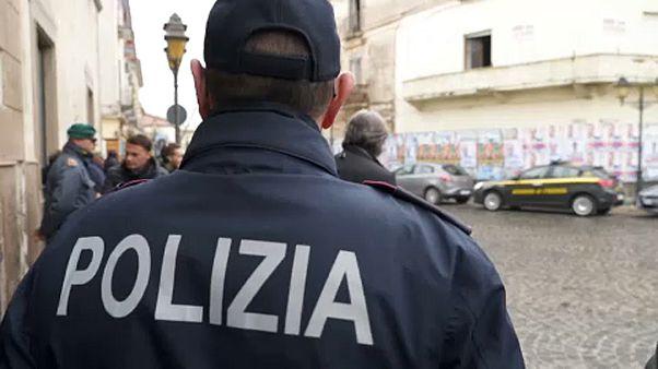 Castel Volturnóba több rendőrt ígért a leköszönő belügyminiszter