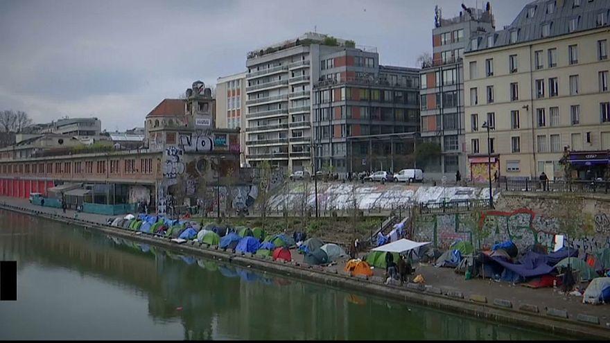 Палатки беженцев в Париже