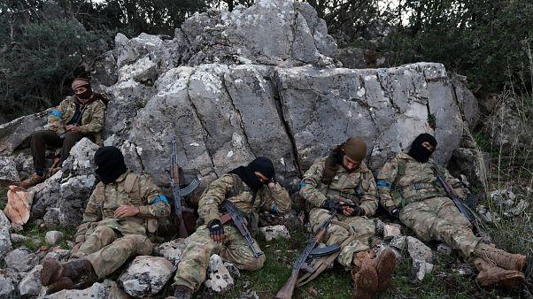 Turquia continua ameaças a regime sírio