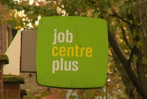 A munkanélküliség nő, a font esik Britanniában
