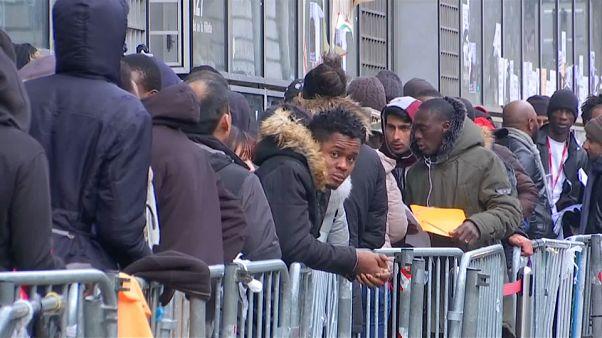 Projeto de lei sobre asilo e imigração está a dividir a França