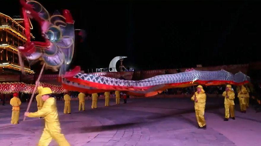 Танцующие драконы встречают весну