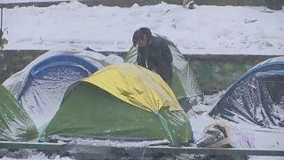 Tiltakoznak a menekültügyisek Franciaországban