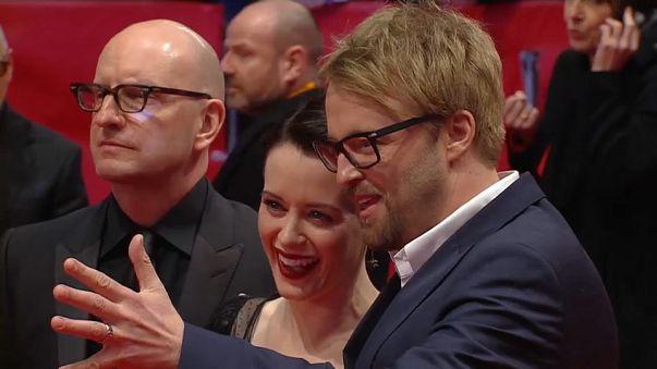 Il regista Soderbergh insieme agli attori Claire Foy e Joshua Leonard