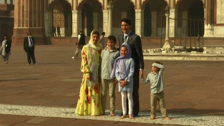 رئيس وزراء كندا يزور وعائلته أكبر مسجد في الهند