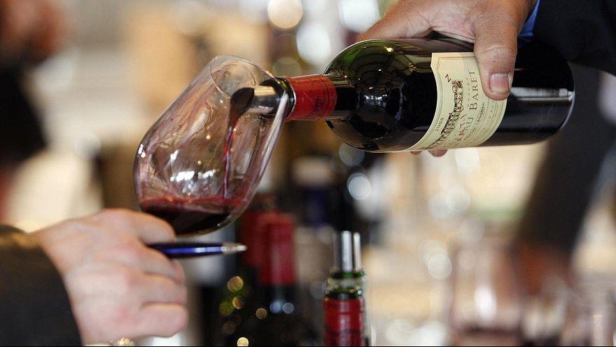Ricerca sui 90enni: un paio di bicchieri di vino o birra a tavola favoriscono la longevità