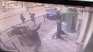 طفل مصري ينجو بأعجوبة بعد سقوطه من الطابق الثالث في أسيوط