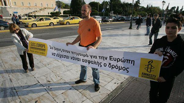 Ανεργία νέων, διαχείριση προσφύγων και ρατσισμός τα «αγκάθια» στην Ελλάδα το '17 λέει η Διεθνής Αμνηστία