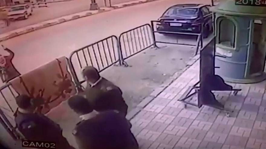Egyptian police save falling child